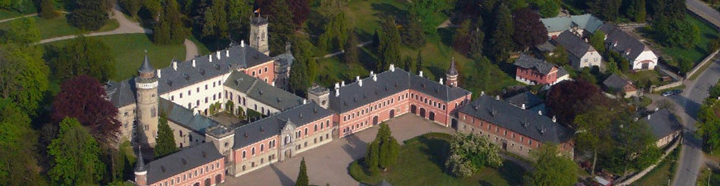 Замок Сихров + завод «Гранат Турнов» (автобусно-пешеходная экскурсия)
