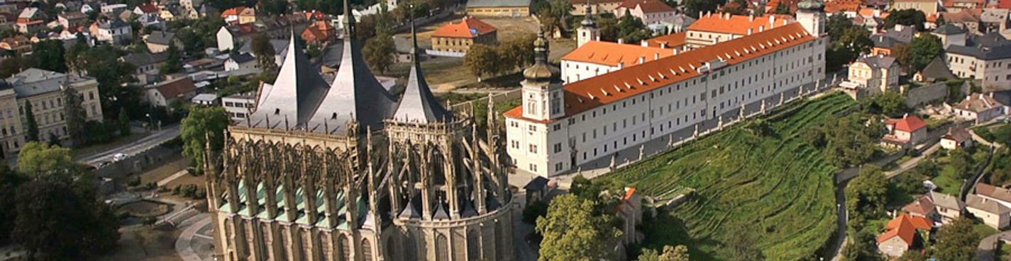 Кутна-Гора, Костница и замок Чески-Штернберк.