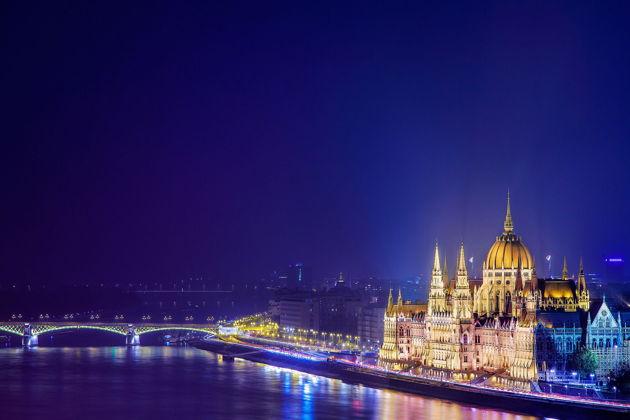 Экскурсия в Будапеште: Прогулка по Дунаю на кораблике с ужином и живой музыкой