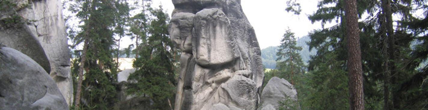Скальный город и заповедник Адршпах