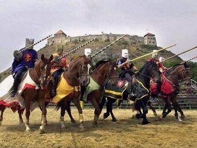 Шюмег. Рыцарский турнир и буддийская ступа.