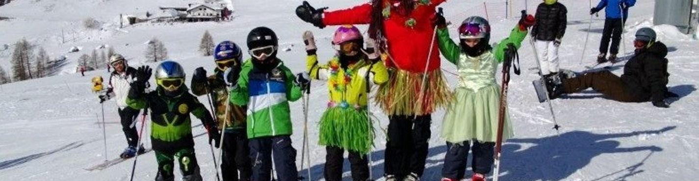 Инструктор по лыжам и сноуборду