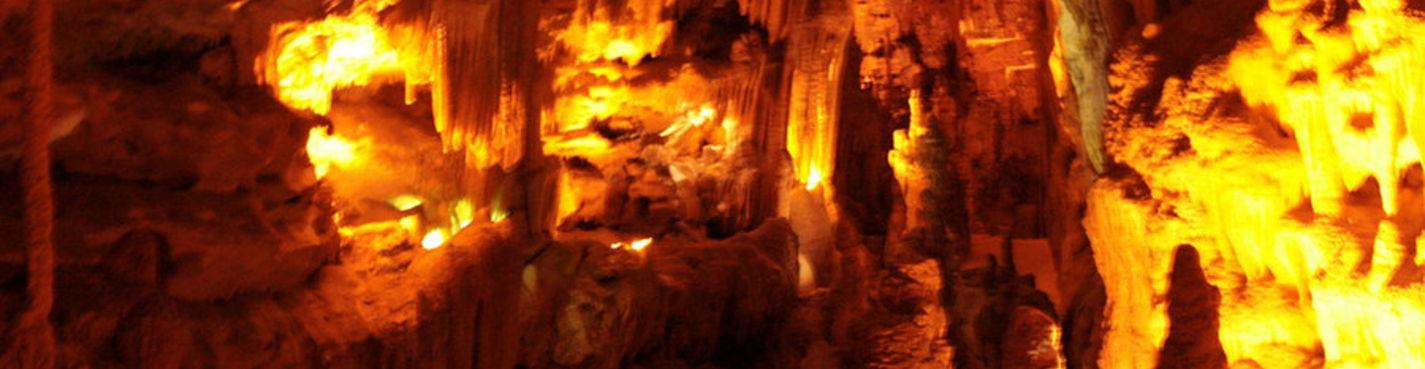 Из сказочных домиков *Трулло* г.Альберобелло в пещеры Кастелланa Гротте