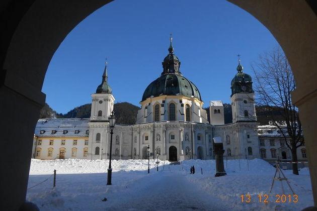 Нойшванштайн и Хоэншвангау — замки Баварии, Обераммергау и монастырь Этталь.