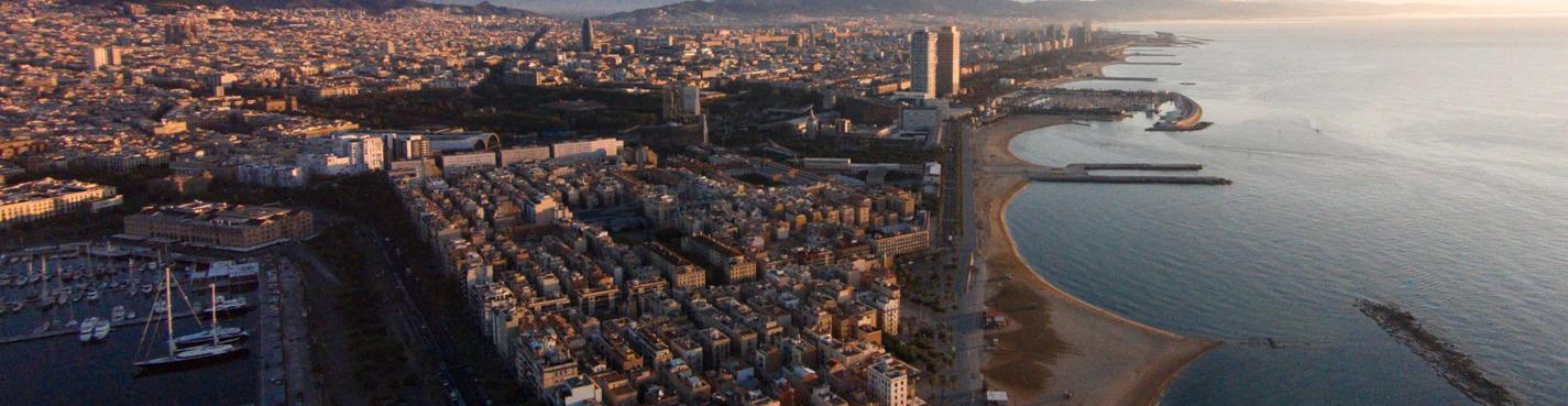 Полёт на вертолёте над береговой линией Барселоны