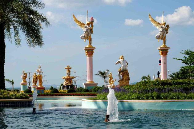 Экскурсия в Паттайя:  Дворец куриного короля