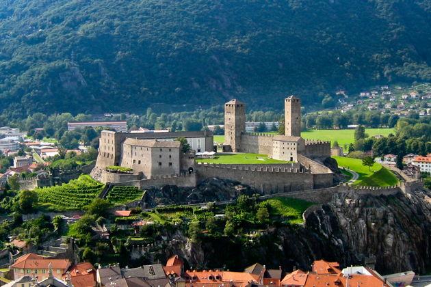 Экскурсия в Милане: Из Милана в Беллинцону — город средневековых крепостей
